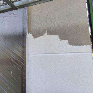 外壁の下塗りと中塗り